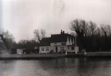 Surlingham Ferry 01